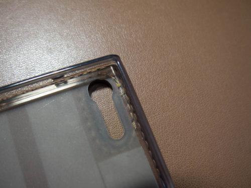 カメラ穴部分の固定方法